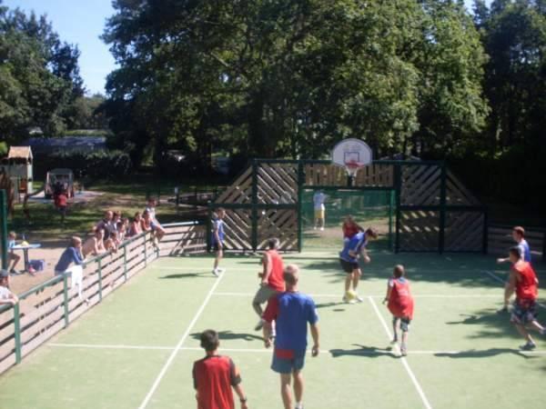 Basketball activités sportives de vacances morbihan