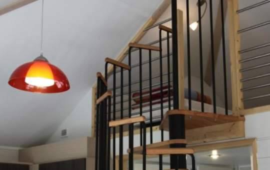 Escalier de la mezzanine dans le chalet