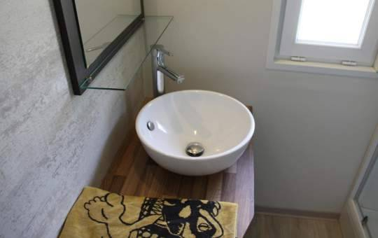 Lavabo de la salle de bain du locatif